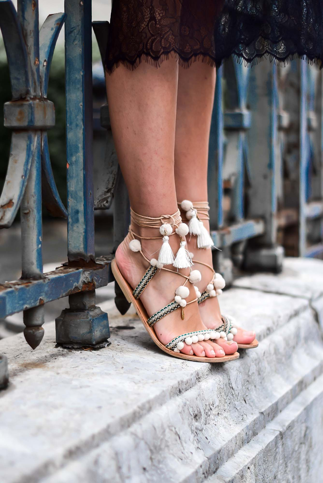 sandales pompoms